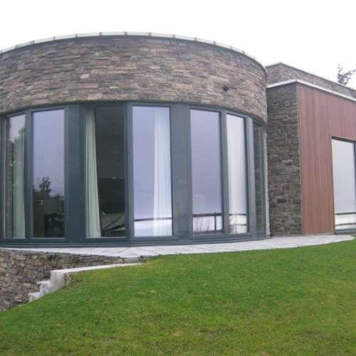 Curved stone cladding installation