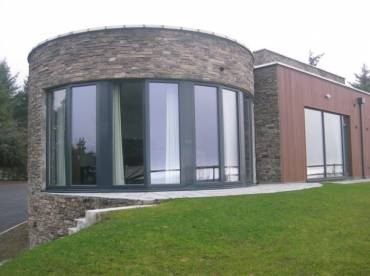 Curved stone cladding installation