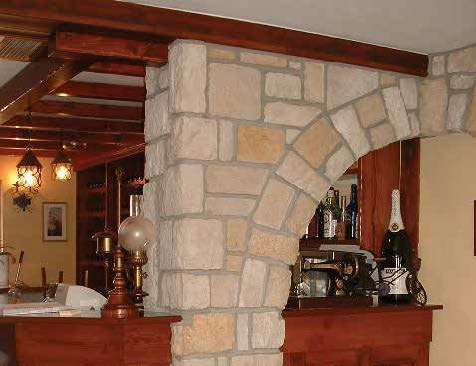 Interior column and arch stone cladding corners